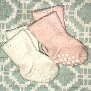 ✨ 5️⃣ for $🔟 ✨ Hanna Andersson baby socks